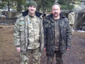 Отець Роман Скірак - зліва