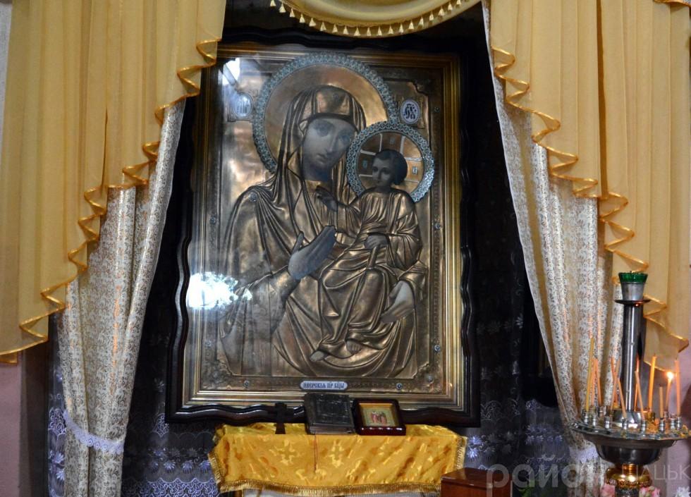 Одна з головних святинь храму - ікона Божої Матері «Спорительниця хлібів»