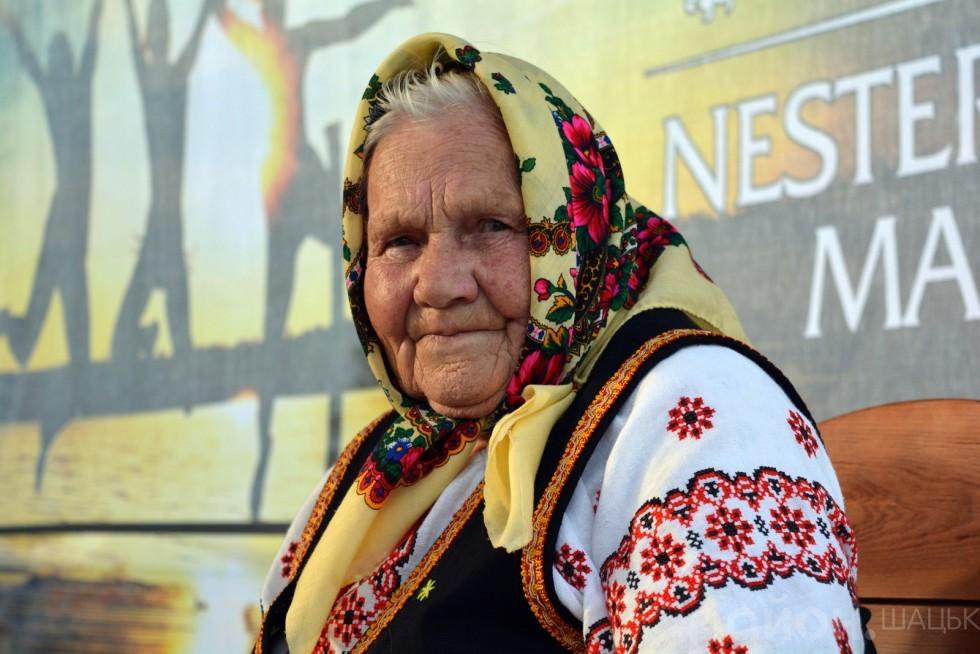 Мотря Прасюк стала чи не найстаршою учасницею концерту. Вона Разом зі своєю невісткою Ольгою заспівала пісень, а також розповіла повчальну притчу про старість