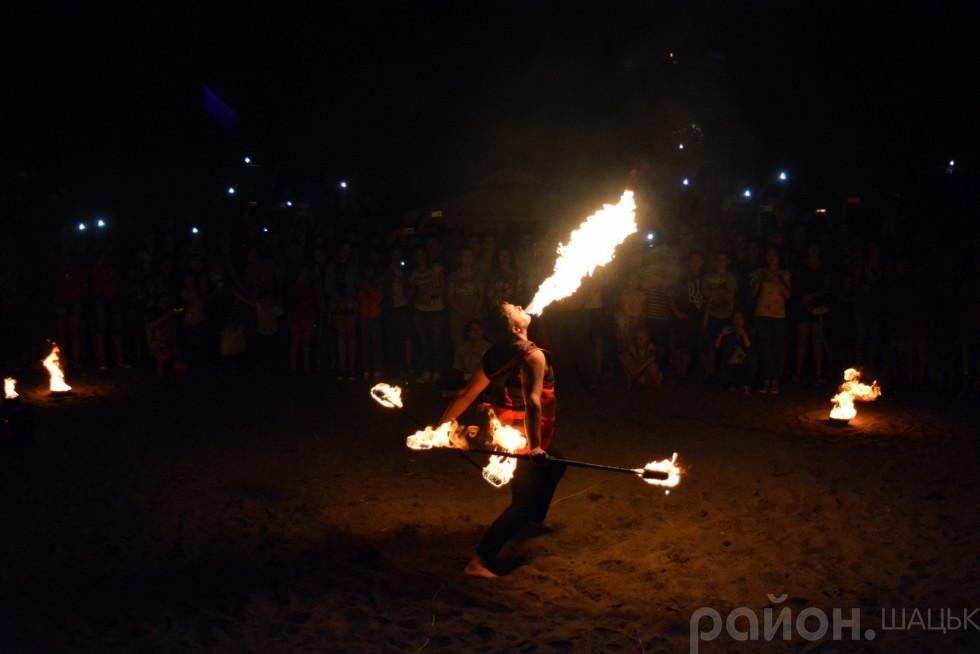 Справжньою кульмінацією свята стало шоу від театру вогню з Луцька Fire Dance