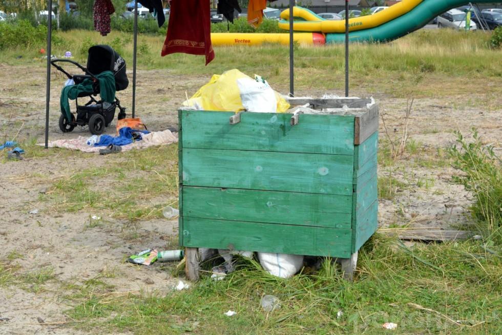 Також невід'ємний атрибут всіх пляжів - сміття