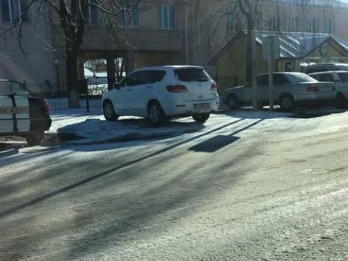 Автохам припаркувався на пішохідному переході
