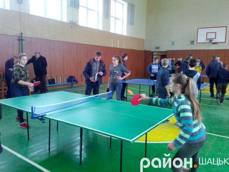 У Шацькій гімназії змагалися найсильніші тенісисти району