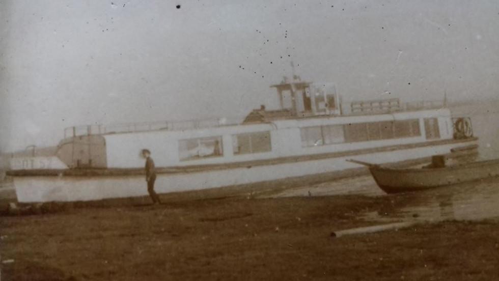 Перший теплохід який з'явився на Світязі в 60 роках пт -52