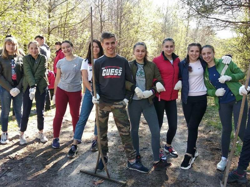 Молодіжна рада Шацької селищноїради організувала толоку