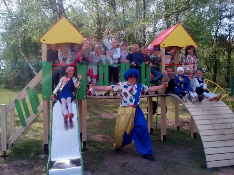 Голядинські діти отримали чудовий ігровий майданчик.