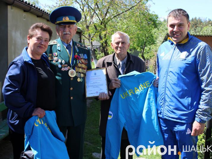 Ветеран із Шацька отримав подарунки від Національного олімпійського комітету