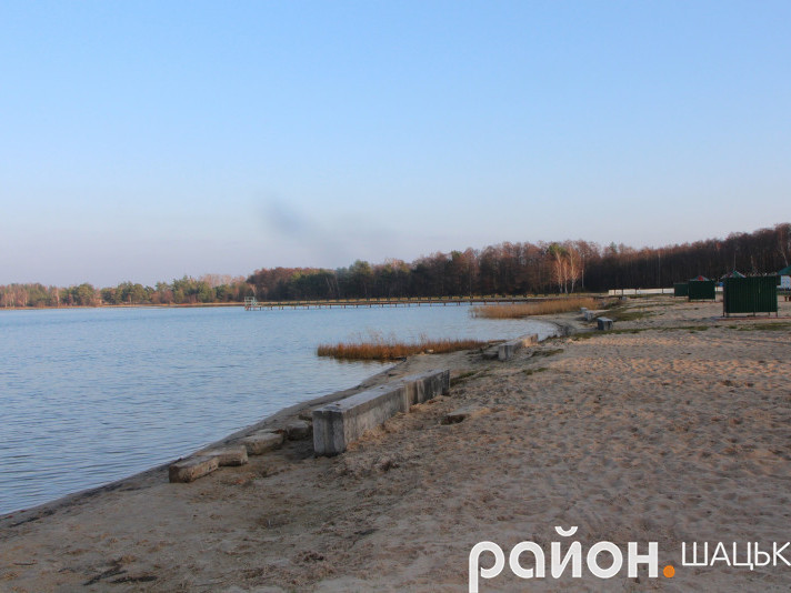 Пляж на озері Пісочне
