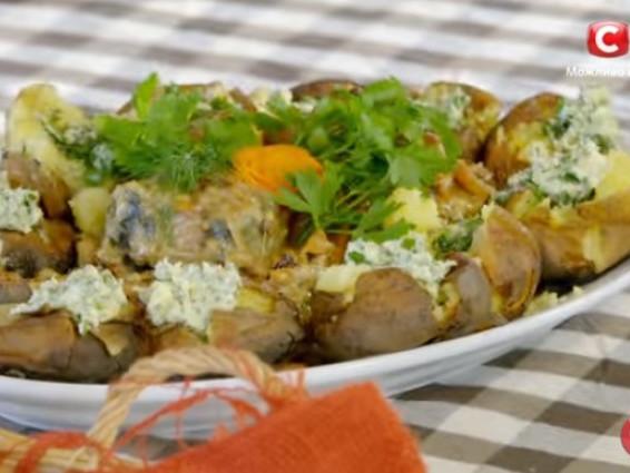 Печена картопля з тушкованом вугром