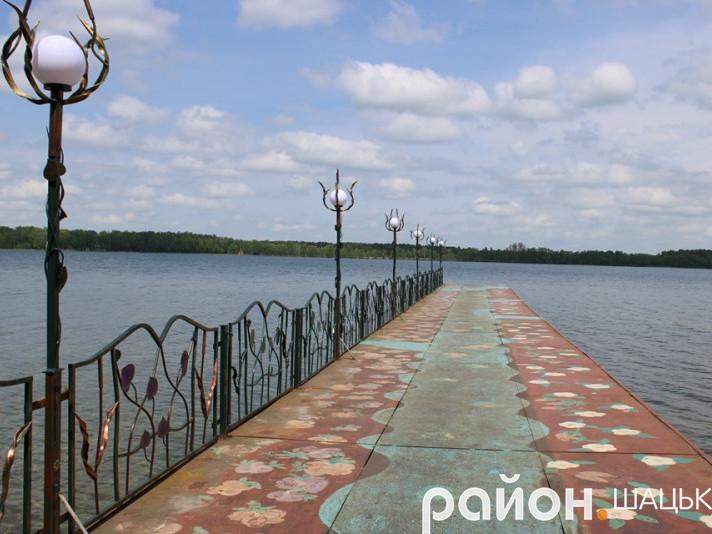 Пірс на озері Пісочне