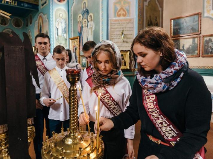 Випускники після свята останнього дзвоника побували в храмі