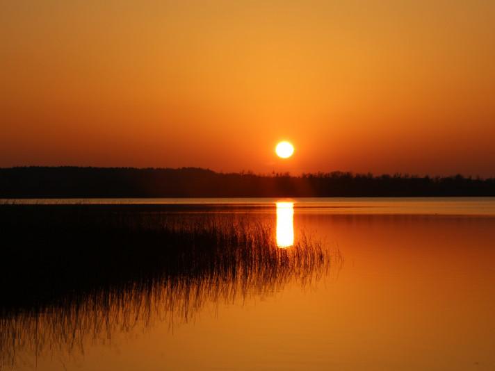 Захід сонця на озері Чорне