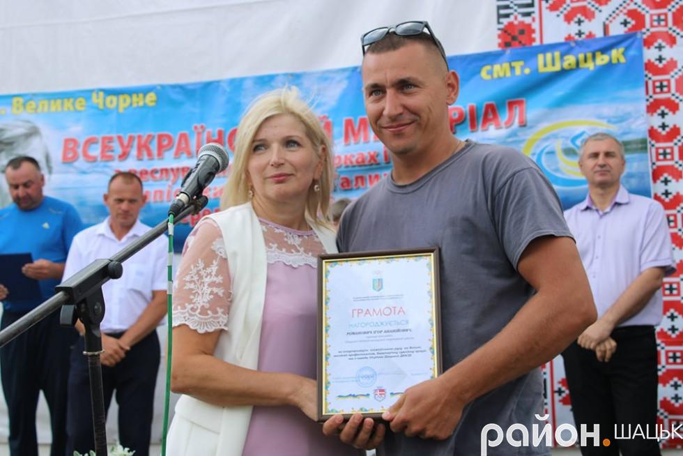 Нагороду отримує тренер Ігор Романович