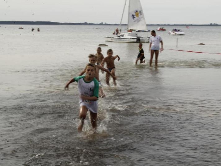 Діти змагалися за першість у пробіжках по воді