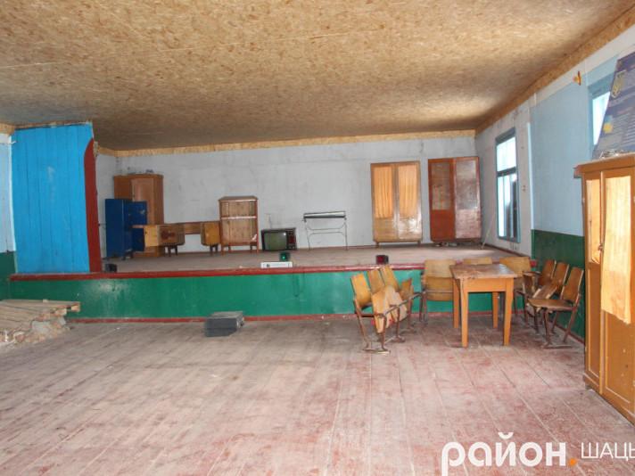 Клуб у селі Вільшанка  давно не бачив ремонту