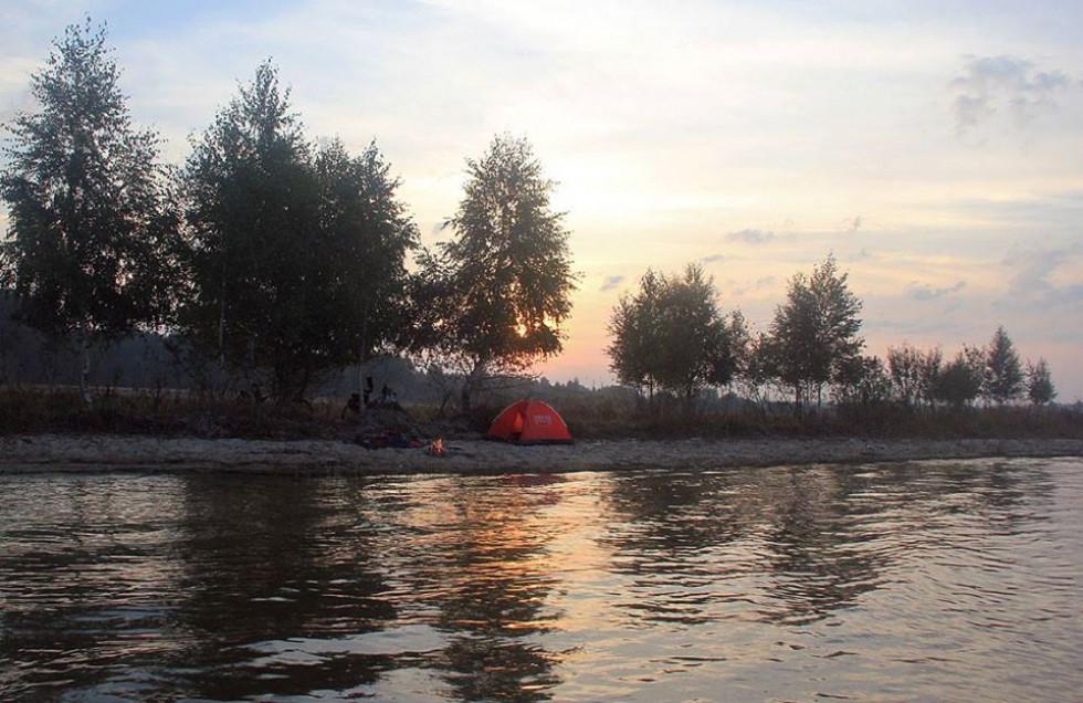 Табір на березі Пулемецького