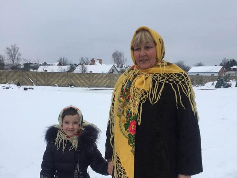 Ольга Романюк з внучкою Євою