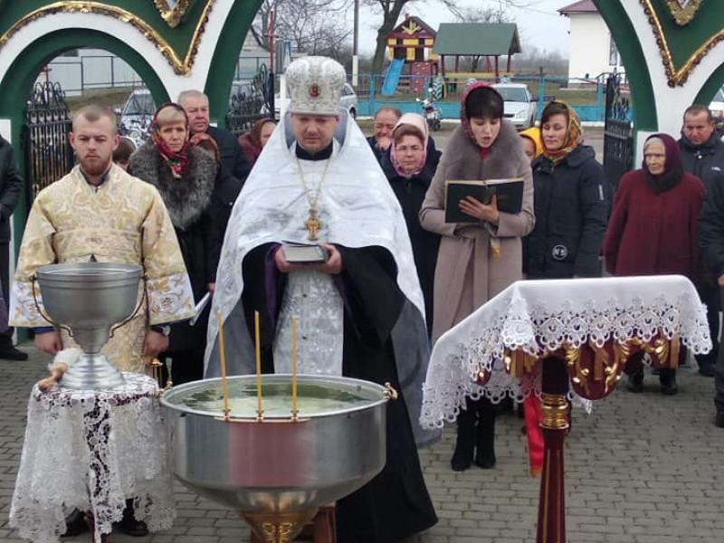 Як у храмах Мельників та Пульма освячували воду