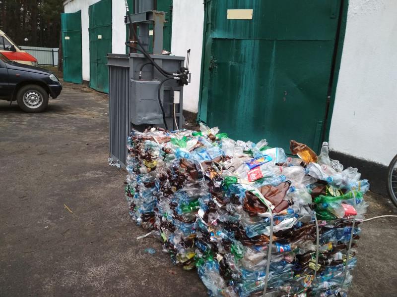 У санаторії «Лісова пісня» пресують пластик від роздільного збору сміття