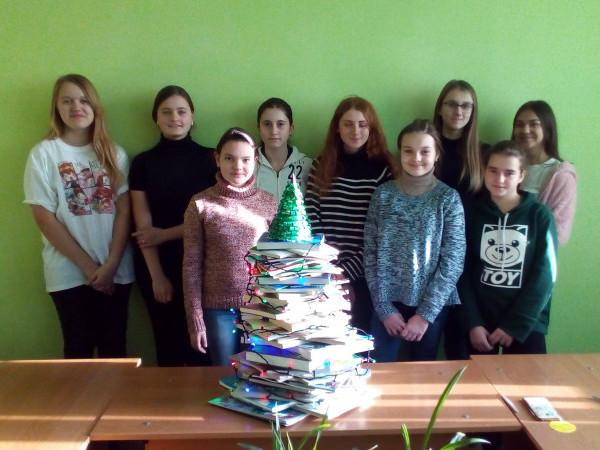 Креативне книжкове деревце зібрало довкола себе учасників літературної студії