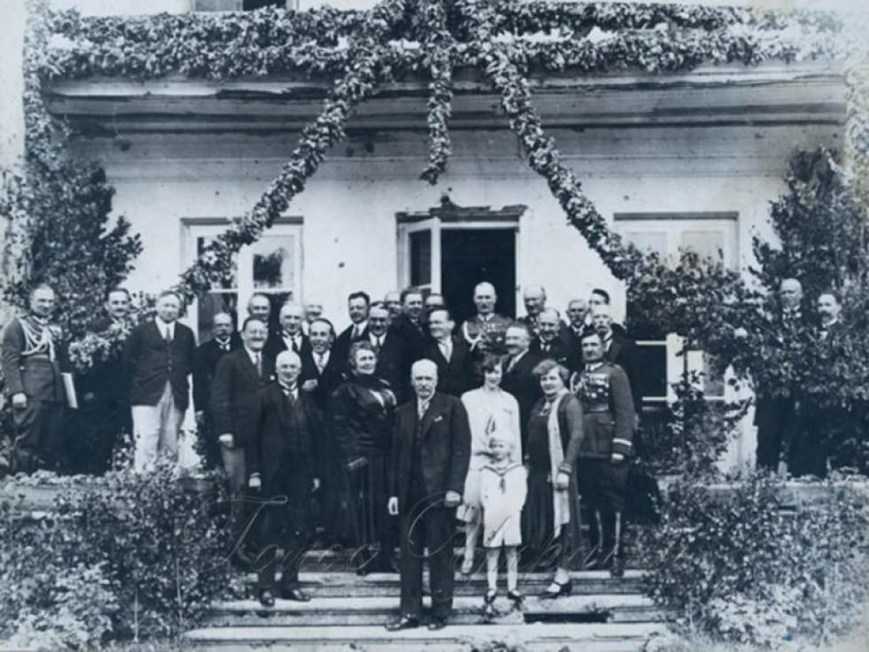 У червні 1929 року президент Польщі Ігнацій Мосціцький (у першому ряду в центрі) відвідав село Піща і оглянув будівельний майданчик каналу.