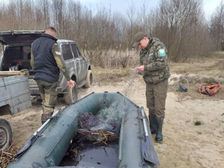 На Люцимері інспектори рибпатруля знайшли браконьєрські сітки