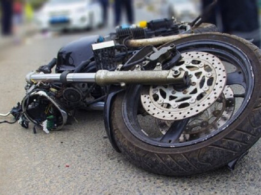 У Пульмі 19-річний мотоцикліст збив дівчину, обоє в лікарні