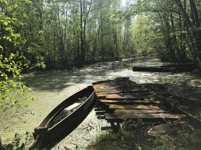 Рів, який веде до озера Чакове