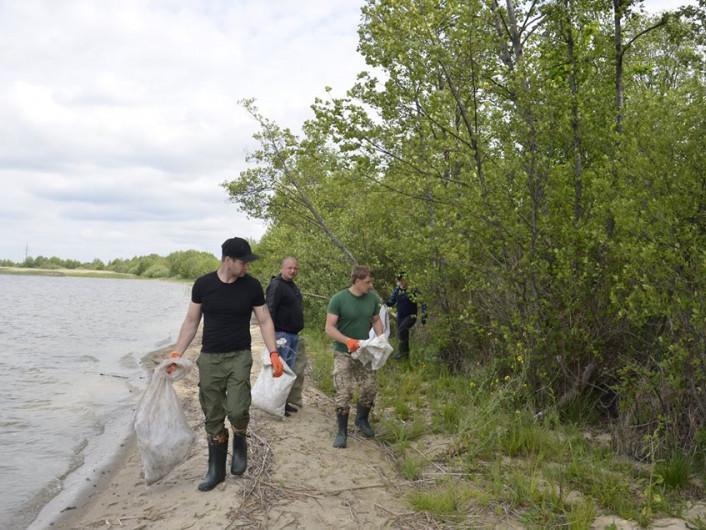 Працівники Шацького нацпарку прибрали територію біля озера Люцимер