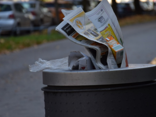 У Шацькій ОТГ склалатимуть протоколи на підприємців, які не встановили біля своїх закладів смітники