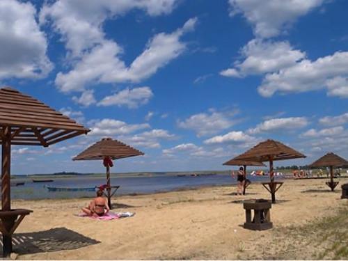 Найбільш розкручені пляжі Шацьких озер: що ж та чого бракує