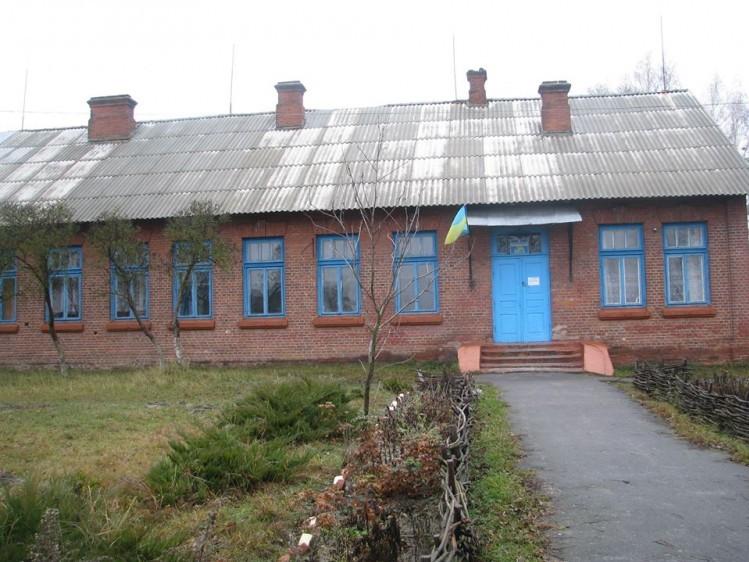 Школа в селі Пулемець