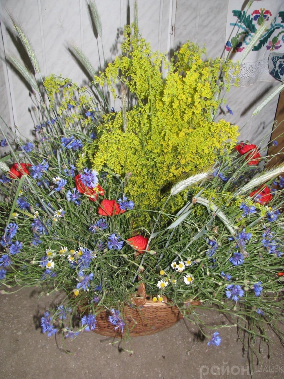Букети польових квітів налаштовували на ліричний настрій