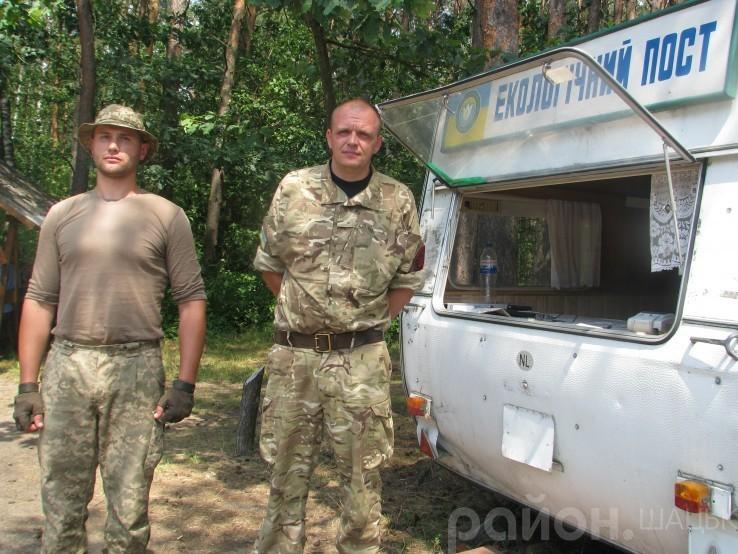 На посту чергують атовці Віктор Пахалюк і Віталій Бонк