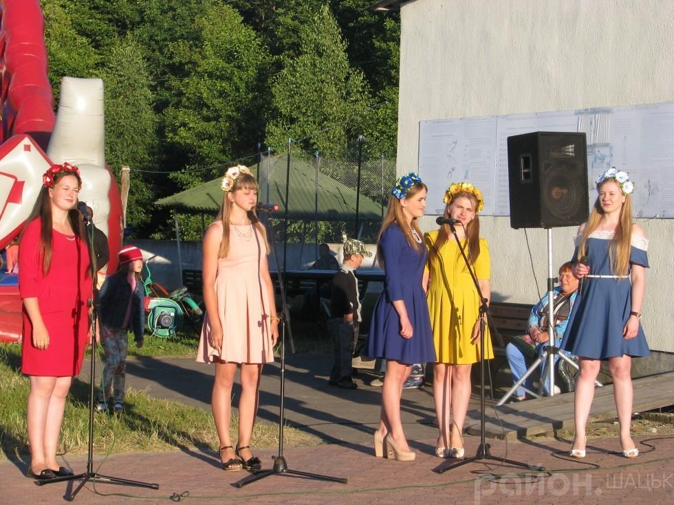 Ці чарівні і неймовірно талановиті дівчата з ансамблю «Розмай» співатимуть для вас