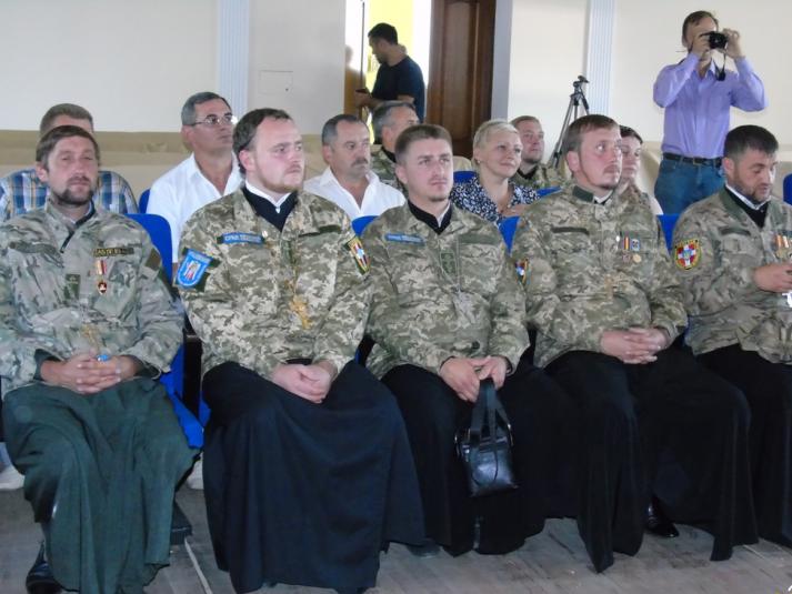 У центрі - військовий капелан Роман Скірак