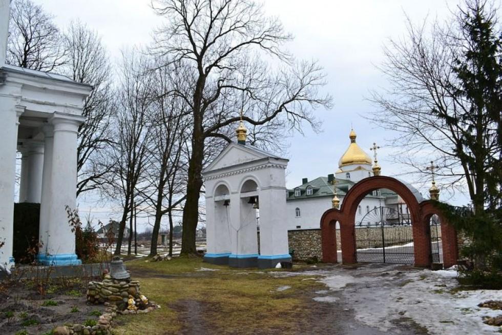 Дзвіниця Петро-Павлівського монастиря в селі Світязь