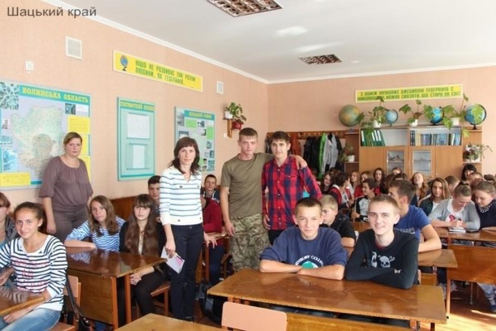 Сергій Мокренко під час зустрічі з учнями Шацької школи