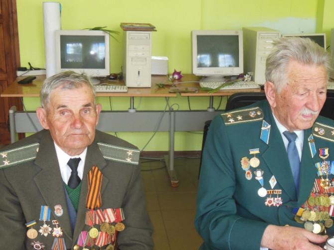 Михайло Гірич - зліва
