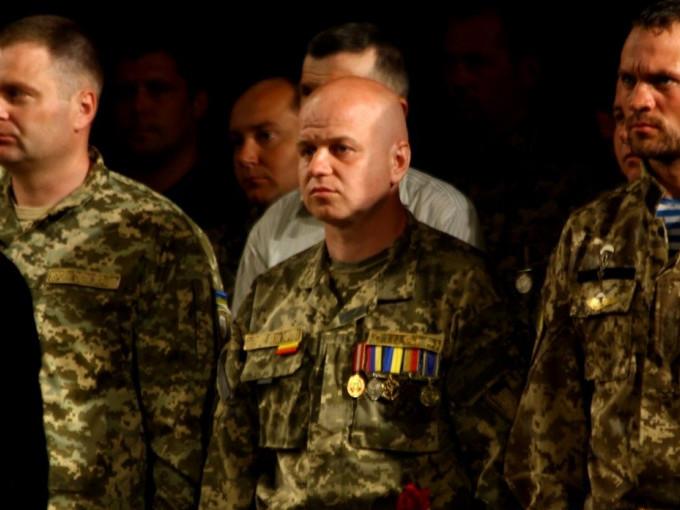В центрі - Дмитро Шостак