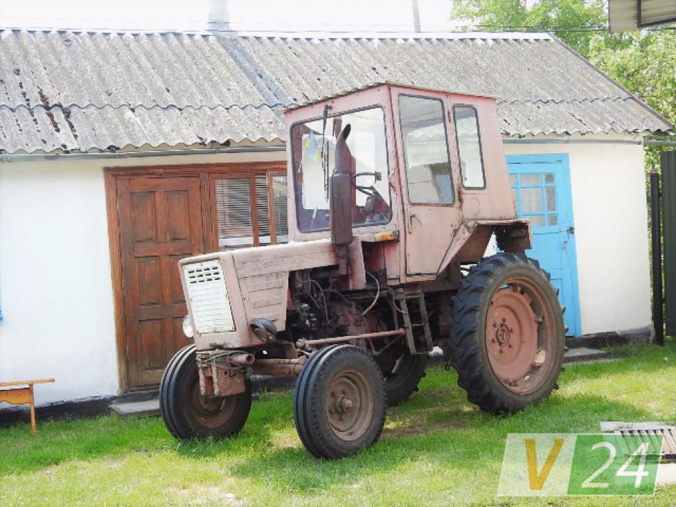 Улітку він та на тракторі, то на катамарані
