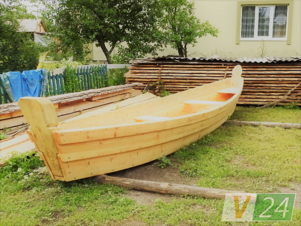 На місцевих обійстях - човни