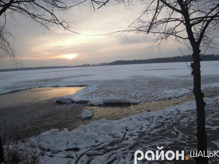Захід сонця на озері Велике Чорне