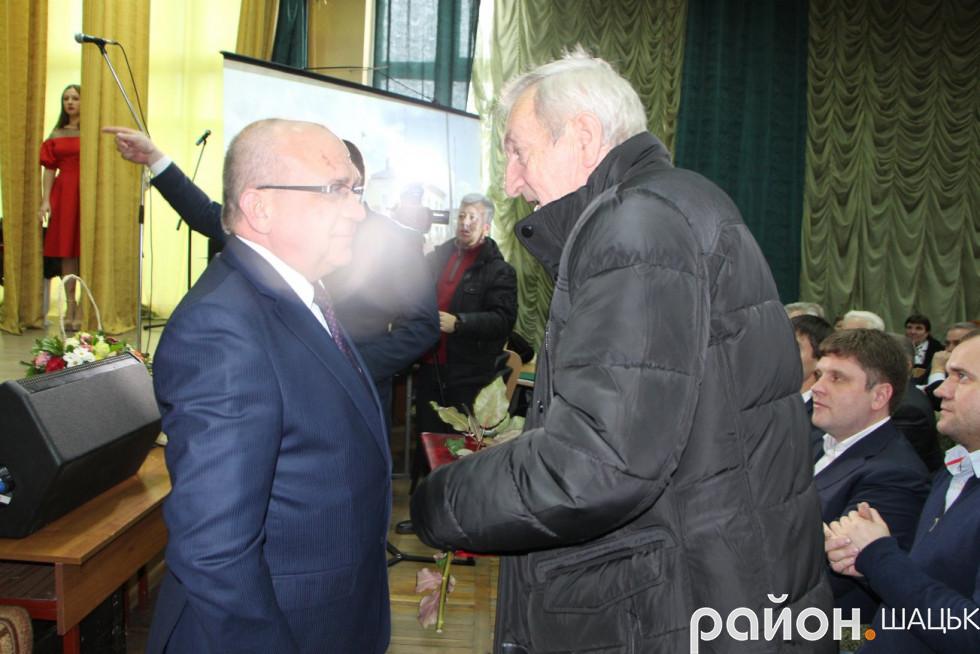 Вітання від Володимира Гунчика приймає Микола Вовк