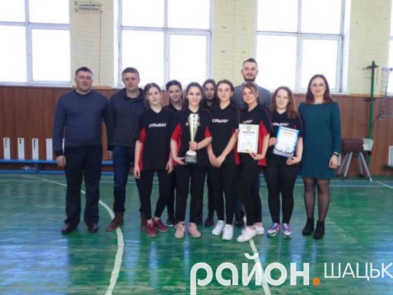 Переможці змагань - команда дівчат Пульмівської школи