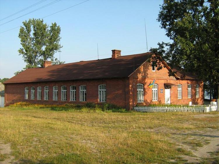 Один з корпусів Піщанської школи, який ще у більш-менш нормальному стані