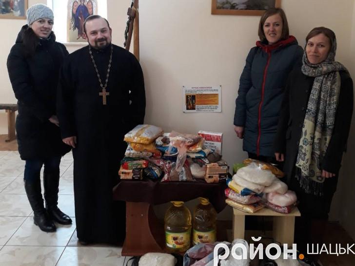 Ініціатори акції - отець Богдан Іващук і парафіяни