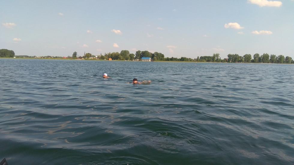 Влітку Володимир переплив озера Люцимер, Велике Чорне, Пісочне, Світязь