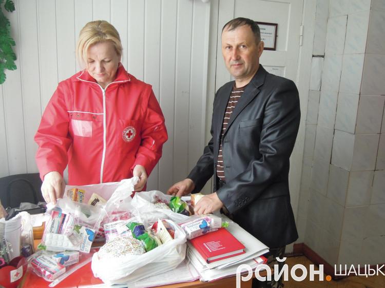 Катерина Місюк та Віктор Кузьмич готують подарунки