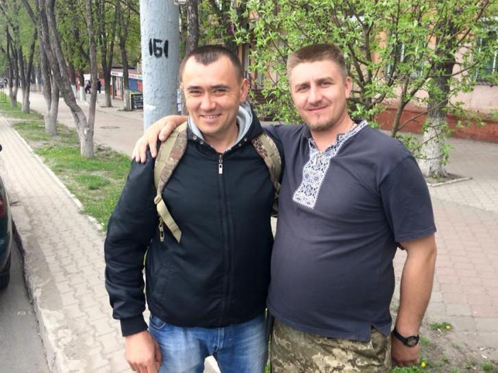 Капелан Роман Скірак з учасником АТО із Шацька Ярославом Кратом